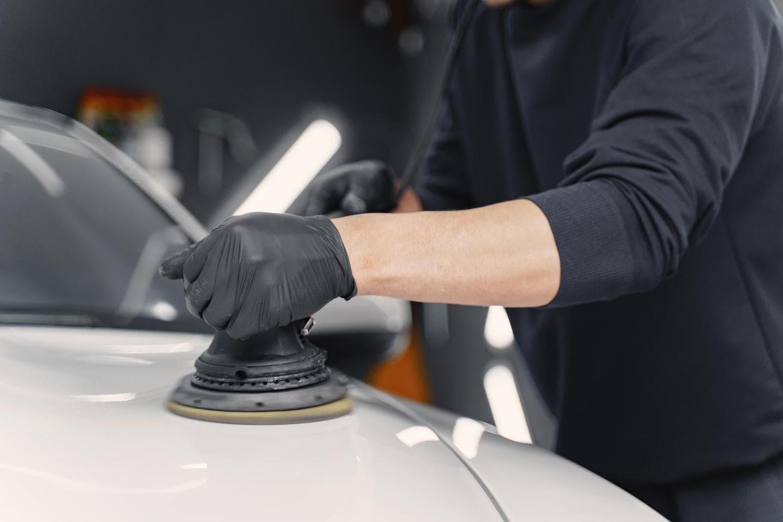 man polish car